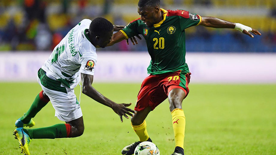 Cameroon's forward Karl Toko Ekambi (R) challenges Guinea-Bissau's defender Tomas Dabo for the ball.