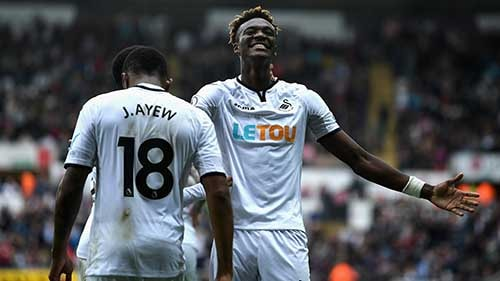 Tammy Abraham celebrates his second goal following a dink from Jordan Ayew. Photo credit – skysports
