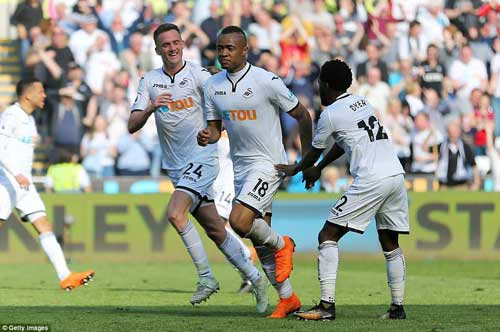 Ghana international Jordan Ayew (19) rescued a point for relegation-threatened Swansea with a second-half strike against Everton to draw 1-1