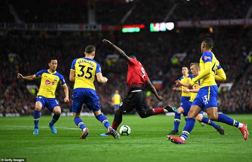 United striker Lukaku dropped his shoulder and came inside the Saints defence before picking out the bottom corner.