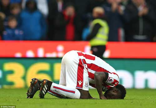 Senegal international, Mame Diouf, celebrated his strike by getting on his knees and kissing the turf at the Bet365 Stadium