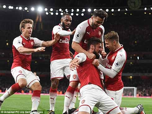Arsenal's Olivier Giroud celebrates his winning goal with team mates. Photo - News wires