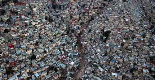 An aerial picture taken on September 27, 2018 shows Jalousie neighborhood in the commune of Petion Ville during the sunset, in the Haitian capital Port-au-Prince. © Hector Retamal, AFP