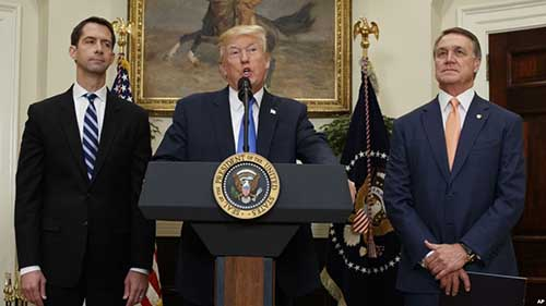 President Donald Trump, flanked by Sen. Tom Cotton, R- Ark., left, and Sen. David Perdue, R-Ga., speaks in the Roosevelt Room of the White House in Washington, Aug. 2, 2017, spotlighting legislation that would place new limits on legal immigration. Photo: voanews