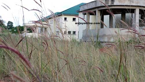 An abandoned hospital project – Bekwai Hospital – in the Ashanti Region of Ghana sitting idle and wasting away. Image credit – myjoyonline.