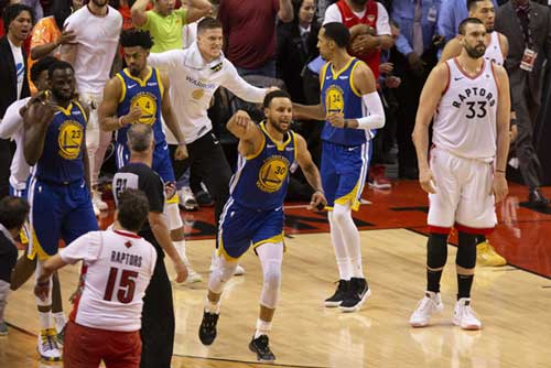 Golden State Warriors' Stephen Curry (30) celebrates at the final buzzer as his team defeated the Toronto Raptors 106-105 in Game 5 of the NBA Finals in Toronto on Monday June 10, 2019. (Chris Young/The Canadian Press via AP)