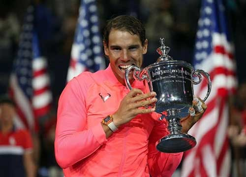 Rafael Nadal sinks his teeth into the U.S. trophy for the third time.