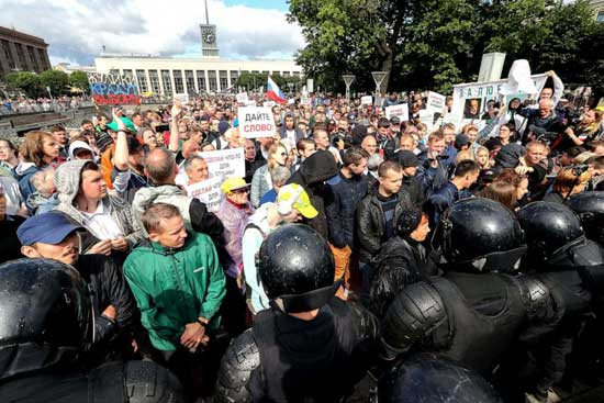 People take part in a solidarity rally in Lenina Square in support of rejected independent candidates in the upcoming Moscow City Duma election, Aug., 03, 2019.