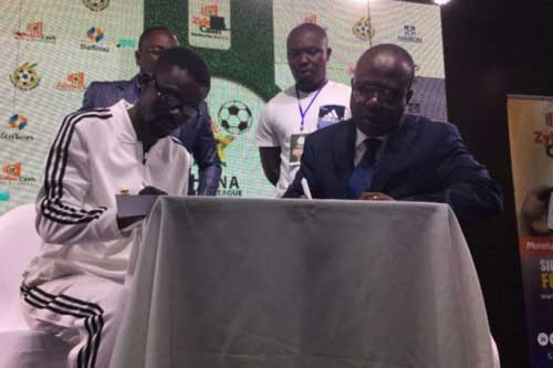 GFA President Kwasi Nyantakyi (R) and CEO of Zylofon Media Nana Appiah Mensah append their signatures to the deal.