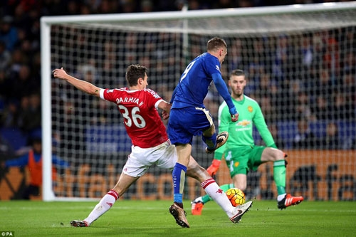Darmian's attempted block is too late as Vardy (in blue) rifles the ball beyond Manchester United goalkeeper David De Gea and into the net for his 11th straight PL record setting goal.