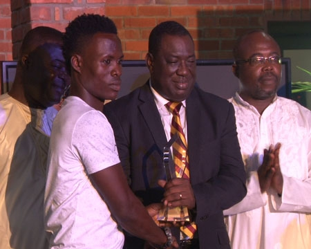 File image - Samudeen Ibrahim (L) one of the inspiring signee's of Hearts of Oak receives the GN Division One Player of the Year Award at the DOL Gala.