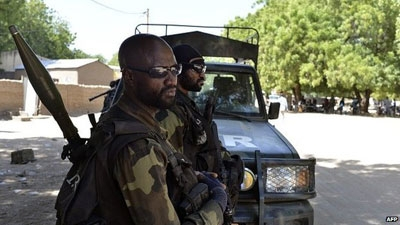 Cameroonian soldiers patrol on 12 November 2014 in Kourgui, northern Cameroon. Cameroon has beefed up it security along its border with Nigeria because of Boko Haram attacks