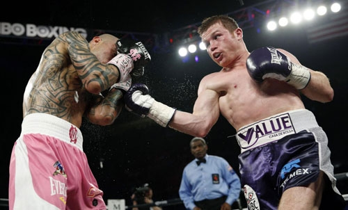 Canelo Alvarez (L) defeated Miguel Cotto (R), setting the stage for Gennady Golovkin fight.