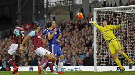 est Ham's Andy Carroll makes it 2-1 with 11 minutes remaining