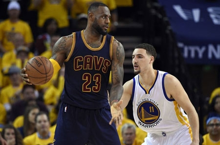 Klay Thompson of the Warriors guards Cav's Lebron James