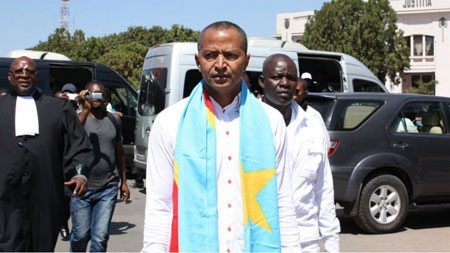 DR Congo opposition figure Moise Katumbi arrives at the courthouse in Lubumbashi on May 13, 2016, to face questioning over allegations he hired foreign mercenaries.