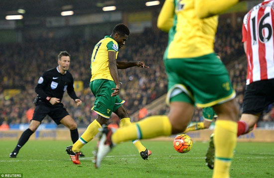 Alex Tettey fires in a left-footed shot to give his side a valuable 1-0 win over Ronald Koeman's Southampton.