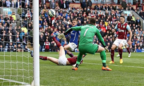 Jamie Vardy, left, scores for Leicester City against Burnley in the Premier League match at Turf Moor.