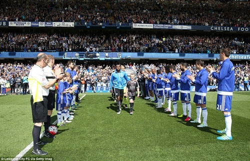 Leicester City captain Wes Morgan and his side receive a guard of honour from Chelsea before kick-off at Stamford Bridge
