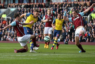 Arsenal's Welsh midfielder Aaron Ramsey snared the only goal as Arsenal sneaked past Burnley