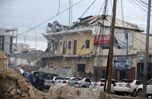 A view of Hotel Naso-Hablod, destroyed after a bomb attack in Mogadishu, Somalia, June 25, 2016. A Somali police officer says a suicide car bomber detonated an explosives-laden vehicle at the gate of a hotel in Mogadishu followed by gunmen who were fighting