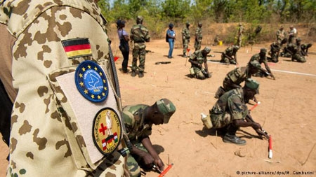 Gunmen attacked hotel Nord-Sud in Mali's capital, Bamako on Monday, news agencies reported.