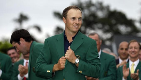 Jordan Spieth wins Masters at record-tying 18-under