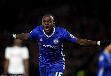 Victor Moses hit a first time shot emphatically in past Hugo Lloris with help from a deflection off Jan Vertonghen to give Chelsea all 3points